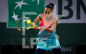 03/10/2020 - Leylah Fernandez of Canada in action against Petra Kvitova of the Czech Republic during the third round at the Roland Garros 2020, Grand Slam tennis tournament, on October 3, 2020 at Roland Garros stadium in Paris, France - Photo Rob Prange / Spain DPPI / DPPI - ROLAND GARROS 2020, GRAND SLAM TOURNAMENT - INTERNAZIONALI - TENNIS