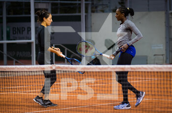 03/10/2020 - Asia Muhammad and Jessica Pegula of the United States playing doubles at the Roland Garros 2020, Grand Slam tennis tournament, on October 3, 2020 at Roland Garros stadium in Paris, France - Photo Rob Prange / Spain DPPI / DPPI - ROLAND GARROS 2020, GRAND SLAM TOURNAMENT - INTERNAZIONALI - TENNIS