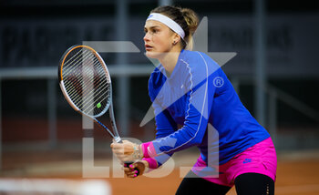 03/10/2020 - Aryna Sabalenka of Belarus playing doubles at the Roland Garros 2020, Grand Slam tennis tournament, on October 3, 2020 at Roland Garros stadium in Paris, France - Photo Rob Prange / Spain DPPI / DPPI - ROLAND GARROS 2020, GRAND SLAM TOURNAMENT - INTERNAZIONALI - TENNIS