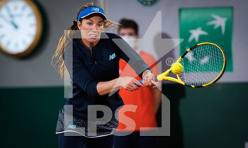 03/10/2020 - Danielle Collins of the United States in action against Garbine Muguruza of Spain during the third round at the Roland Garros 2020, Grand Slam tennis tournament, on October 3, 2020 at Roland Garros stadium in Paris, France - Photo Rob Prange / Spain DPPI / DPPI - ROLAND GARROS 2020, GRAND SLAM TOURNAMENT - INTERNAZIONALI - TENNIS