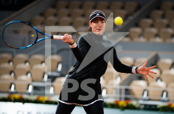03/10/2020 - Garbine Muguruza of Spain in action against Danielle Collins of the United States during the third round at the Roland Garros 2020, Grand Slam tennis tournament, on October 3, 2020 at Roland Garros stadium in Paris, France - Photo Rob Prange / Spain DPPI / DPPI - ROLAND GARROS 2020, GRAND SLAM TOURNAMENT - INTERNAZIONALI - TENNIS