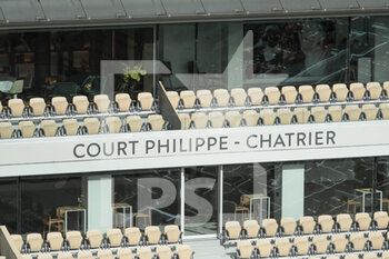 05/10/2020 - Empty VIP lounge seats inside Philippe Chatrier stadium during the Roland Garros 2020, Grand Slam tennis tournament, on October 5, 2020 at Roland Garros stadium in Paris, France - Photo Stephane Allaman / DPPI - ROLAND GARROS 2020, GRAND SLAM TOURNAMENT - INTERNAZIONALI - TENNIS