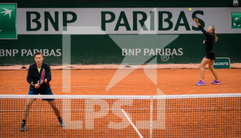 05/10/2020 - Demi Schuurs of the Netherlands and Kveta Peschke of the Czech Republic in action during the third doubles round at the Roland Garros 2020, Grand Slam tennis tournament, on October 5, 2020 at Roland Garros stadium in Paris, France - Photo Rob Prange / Spain DPPI / DPPI - ROLAND GARROS 2020, GRAND SLAM TOURNAMENT - INTERNAZIONALI - TENNIS
