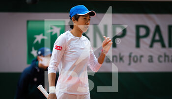 05/10/2020 - Shuai Zhang of China in action against Petra Kvitova of the Czech Republic during the fourth round at the Roland Garros 2020, Grand Slam tennis tournament, on October 5, 2020 at Roland Garros stadium in Paris, France - Photo Rob Prange / Spain DPPI / DPPI - ROLAND GARROS 2020, GRAND SLAM TOURNAMENT - INTERNAZIONALI - TENNIS