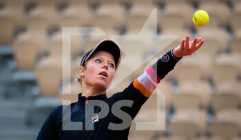 05/10/2020 - Laura Siegemund of Germany in action against Paula Badosa of Spain during the fourth round at the Roland Garros 2020, Grand Slam tennis tournament, on October 5, 2020 at Roland Garros stadium in Paris, France - Photo Rob Prange / Spain DPPI / DPPI - ROLAND GARROS 2020, GRAND SLAM TOURNAMENT - INTERNAZIONALI - TENNIS