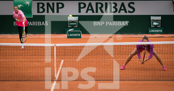 05/10/2020 - Kristyna Pliskova of the Czech Republic and Viktoria Kuzmova of Slovakia in action during the third doubles round at the Roland Garros 2020, Grand Slam tennis tournament, on October 5, 2020 at Roland Garros stadium in Paris, France - Photo Rob Prange / Spain DPPI / DPPI - ROLAND GARROS 2020, GRAND SLAM TOURNAMENT - INTERNAZIONALI - TENNIS