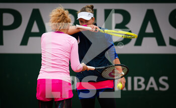 05/10/2020 - Katerina Siniakova and Barbora Krejcikova of the Czech Republic in action during the third doubles round at the Roland Garros 2020, Grand Slam tennis tournament, on October 5, 2020 at Roland Garros stadium in Paris, France - Photo Rob Prange / Spain DPPI / DPPI - ROLAND GARROS 2020, GRAND SLAM TOURNAMENT - INTERNAZIONALI - TENNIS