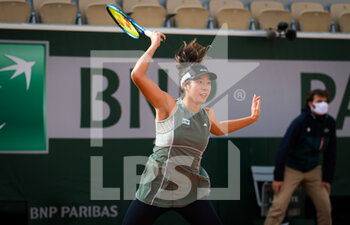 07/10/2020 - Shuko Aoyama and Ena Shibahara of Japan in action during the doubles quarter-final of the Roland Garros 2020, Grand Slam tennis tournament, on October 7, 2020 at Roland Garros stadium in Paris, France - Photo Rob Prange / Spain DPPI / DPPI - QUARTER-FINAL OF THE ROLAND GARROS 2020, GRAND SLAM - INTERNAZIONALI - TENNIS