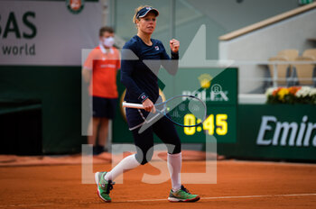 07/10/2020 - Laura Siegemund of Germany in action against Petra Kvitova of the Czech Republic during her quarter-final match at the Roland Garros 2020, Grand Slam tennis tournament, on October 7, 2020 at Roland Garros stadium in Paris, France - Photo Rob Prange / Spain DPPI / DPPI - QUARTER-FINAL OF THE ROLAND GARROS 2020, GRAND SLAM - INTERNAZIONALI - TENNIS