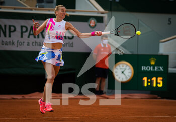 07/10/2020 - Petra Kvitova of the Czech Republic in action against Laura Siegemund of Germany during her quarter-final match at the Roland Garros 2020, Grand Slam tennis tournament, on October 7, 2020 at Roland Garros stadium in Paris, France - Photo Rob Prange / Spain DPPI / DPPI - QUARTER-FINAL OF THE ROLAND GARROS 2020, GRAND SLAM - INTERNAZIONALI - TENNIS