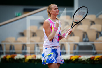 07/10/2020 - Petra Kvitova of the Czech Republic celebrates after winning her quarter-final match against Laura Siegemund of Germany at the Roland Garros 2020, Grand Slam tennis tournament, on October 7, 2020 at Roland Garros stadium in Paris, France - Photo Rob Prange / Spain DPPI / DPPI - QUARTER-FINAL OF THE ROLAND GARROS 2020, GRAND SLAM - INTERNAZIONALI - TENNIS