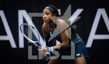 22/10/2020 - Cori Gauff of the United States in action against Aryna Sabalenka of Belarus during the second round at the 2020 J&T Banka Ostrava Open WTA Premier tennis tournament on October 22, 2020 in Ostrava, Czech Republic - Photo Rob Prange / Spain DPPI / DPPI - SECOND ROUND OF 2020 J&T BANKA OSTRAVA OPEN WTA PREMIER - THURSDAY - INTERNAZIONALI - TENNIS