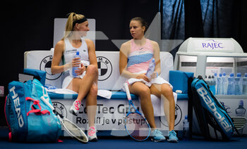 22/10/2020 - Magda Linette of Poland and Jil Teichmann of Switzerland playing doubles at the 2020 J&T Banka Ostrava Open WTA Premier tennis tournament on October 22, 2020 in Ostrava, Czech Republic - Photo Rob Prange / Spain DPPI / DPPI - SECOND ROUND OF 2020 J&T BANKA OSTRAVA OPEN WTA PREMIER - THURSDAY - INTERNAZIONALI - TENNIS
