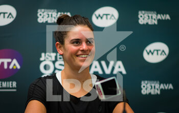 22/10/2020 - Jennifer Brady of the United States talks to the media after reaching the quarter-final at the 2020 J&T Banka Ostrava Open WTA Premier tennis tournament on October 22, 2020 in Ostrava, Czech Republic - Photo Rob Prange / Spain DPPI / DPPI - SECOND ROUND OF 2020 J&T BANKA OSTRAVA OPEN WTA PREMIER - THURSDAY - INTERNAZIONALI - TENNIS