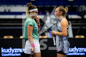 24/10/2020 - Aryna Sabalenka of Belarus and Elise Mertens of Belgium in action during the doubles semifinal at the 2020 J&T Banka Ostrava Open WTA Premier tennis tournament on October 24, 2020 in Ostrava, Czech Republic - Photo Rob Prange / Spain DPPI / DPPI - SEMI-FINAL 2020 J&T BANKA OSTRAVA OPEN WTA PREMIER - SATURDAY - INTERNAZIONALI - TENNIS