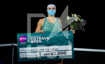 25/10/2020 - Aryna Sabalenka of Belarus during the trophy ceremony of the 2020 J&T Banka Ostrava Open WTA Premier tennis tournament on October 25, 2020 in Ostrava, Czech Republic - Photo Rob Prange / Spain DPPI / DPPI - FINAL OF THE 2020 J&T BANKA OSTRAVA OPEN WTA PREMIER - INTERNAZIONALI - TENNIS