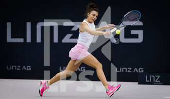 07/11/2020 - Jacqueline Cristian of Romania in action against Mira Antonitsch of Austria during the first qualifications round at 2020 Upper Austria Ladies Linz WTA International tennis tournament on November 7, 2020 at TipsArena Linz in Linz, Austria - Photo Rob Prange / Spain DPPI / DPPI - 2020 UPPER AUSTRIA LADIES LINZ WTA INTERNATIONAL TOURNAMENT - SATURDAY - INTERNAZIONALI - TENNIS