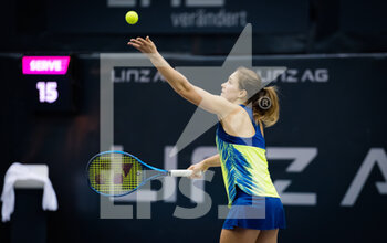 08/11/2020 - Laura Ionana Paar of Romania in action against Oceane Dodin of France during the second qualifications round at 2020 Upper Austria Ladies Linz WTA International tennis tournament on November 8, 2020 at TipsArena Linz in Linz, Austria - Photo Rob Prange / Spain DPPI / DPPI - 2020 UPPER AUSTRIA LADIES LINZ WTA INTERNATIONAL TOURNAMENT - SUNDAY - INTERNAZIONALI - TENNIS