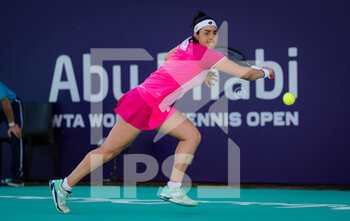 10/01/2021 - Ons Jabeur of Tunisia in action against Aryna Sabalenka of Belarus during her third round match at the 2021 Abu Dhabi WTA Women's Tennis Open WTA 500 tournament on January 10, 2021 in Abu Dhabi, United Arab Emirates - Photo Rob Prange / Spain DPPI / DPPI - 2021 ABU DHABI WTA WOMEN'S TENNIS OPEN WTA 500 TOURNAMENT - THIRD ROUND - INTERNAZIONALI - TENNIS
