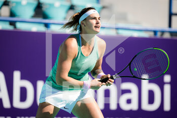 10/01/2021 - Aryna Sabalenka of Belarus in action against Ons Jabeur of Tunisia during her third round match at the 2021 Abu Dhabi WTA Women's Tennis Open WTA 500 tournament on January 10, 2021 in Abu Dhabi, United Arab Emirates - Photo Rob Prange / Spain DPPI / DPPI - 2021 ABU DHABI WTA WOMEN'S TENNIS OPEN WTA 500 TOURNAMENT - THIRD ROUND - INTERNAZIONALI - TENNIS
