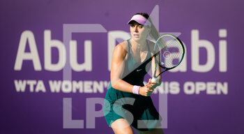 10/01/2021 - Paula Badosa of Spain in action against Veronika Kudermetova of Russia during her third round match at the 2021 Abu Dhabi WTA Women's Tennis Open WTA 500 tournament on January 10, 2021 in Abu Dhabi, United Arab Emirates - Photo Rob Prange / Spain DPPI / DPPI - 2021 ABU DHABI WTA WOMEN'S TENNIS OPEN WTA 500 TOURNAMENT - THIRD ROUND - INTERNAZIONALI - TENNIS