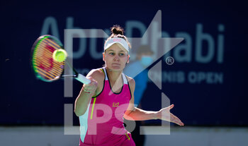 10/01/2021 - Veronika Kudermetova of Russia in action against Paula Badosa of Spain during her third round match at the 2021 Abu Dhabi WTA Women's Tennis Open WTA 500 tournament on January 10, 2021 in Abu Dhabi, United Arab Emirates - Photo Rob Prange / Spain DPPI / DPPI - 2021 ABU DHABI WTA WOMEN'S TENNIS OPEN WTA 500 TOURNAMENT - THIRD ROUND - INTERNAZIONALI - TENNIS