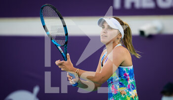 10/01/2021 - Sofia Kenin of the United States in action against Yulia Putintseva of Kazakhstan during her third round match at the 2021 Abu Dhabi WTA Women's Tennis Open WTA 500 tournament on January 10, 2021 in Abu Dhabi, United Arab Emirates - Photo Rob Prange / Spain DPPI / DPPI - 2021 ABU DHABI WTA WOMEN'S TENNIS OPEN WTA 500 TOURNAMENT - THIRD ROUND - INTERNAZIONALI - TENNIS
