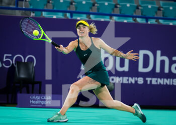 10/01/2021 - Elina Svitolina of the Ukraine in action against Ekaterina Alexandrova of Russia during her third round match at the 2021 Abu Dhabi WTA Women's Tennis Open WTA 500 tournament on January 10, 2021 in Abu Dhabi, United Arab Emirates - Photo Rob Prange / Spain DPPI / DPPI - 2021 ABU DHABI WTA WOMEN'S TENNIS OPEN WTA 500 TOURNAMENT - THIRD ROUND - INTERNAZIONALI - TENNIS