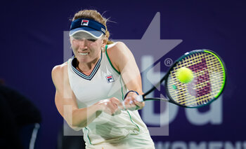 10/01/2021 - Ekaterina Alexandrova of Russia in action against Elina Svitolina of the Ukraine during her third round match at the 2021 Abu Dhabi WTA Women's Tennis Open WTA 500 tournament on January 10, 2021 in Abu Dhabi, United Arab Emirates - Photo Rob Prange / Spain DPPI / DPPI - 2021 ABU DHABI WTA WOMEN'S TENNIS OPEN WTA 500 TOURNAMENT - THIRD ROUND - INTERNAZIONALI - TENNIS