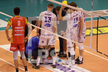 08/12/2019 - infortunio Jean Patry - TOP VOLLEY CISTERNA VS TONNO CALLIPO CALABRIA VIBO VALENTIA - SUPERLEGA SERIE A - VOLLEY