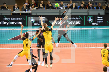 10/04/2019 - Yoandy
