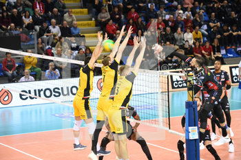 10/04/2019 - Osmany